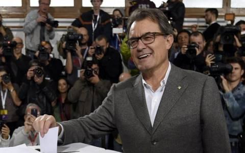 Μας: «Απόλυτα επιτυχές» το δημοψήφισμα για την Καταλονία