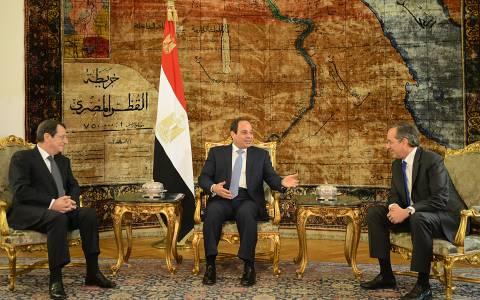 Τους πήραν τα κινητά στο Κάιρο!
