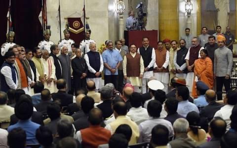 Ινδία: Εγκληματίες η μισή... κυβέρνηση!