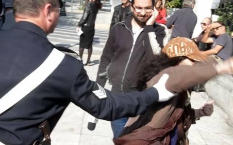 Μέχρι το… Προεδρικό Μέγαρο έφθασε η Ελένη Λουκά (pics)