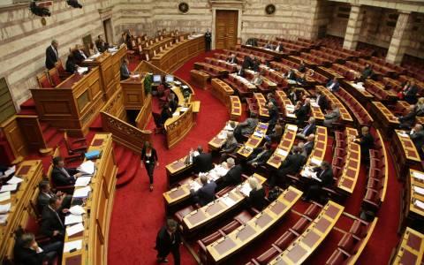 Στη Βουλή το θέμα των δεδουλευμένων στα Ναυπηγεία Ελευσίνας