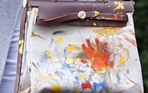 Κόρη έβαψε την 60.000 δολαρίων τσάντα της διάσημης μαμάς