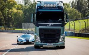 Volvo: Ένας τράκτορας ενάντια σε ένα Koenigsegg One:1