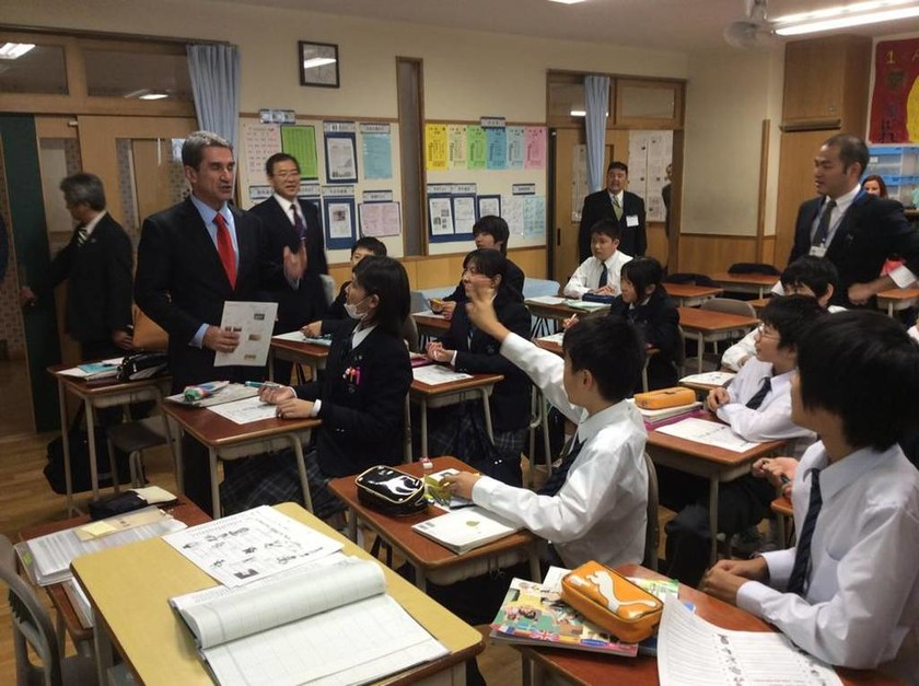O Λοβέρδος κάνει τον… Ιάπωνα (photos)