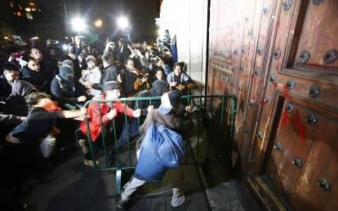 Μεξικό: Διαδηλωτές πυρπόλησαν έδρα του κυβερνώντος κόμματος