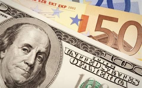 Οριακή πτώση του ευρώ έναντι του δολαρίου