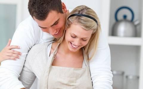 Οι μοιρασμένοι ρόλοι στο σπίτι ωφελούν τη σεξουαλική ζωή