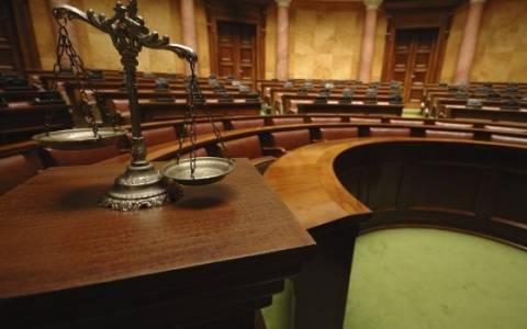 Ισόβια κάθειρξη σε οικιακή βοηθό για δολοφονία τραπεζικού