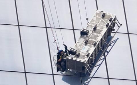 ΗΠΑ: Δραματική διάσωση δυο εναεριτών υαλοκαθαριστών