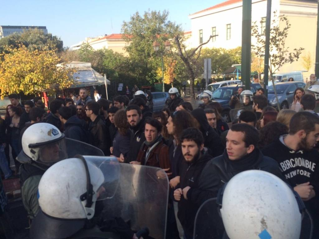 Ένταση στη Νομική μεταξύ αστυνομικών και φοιτητών