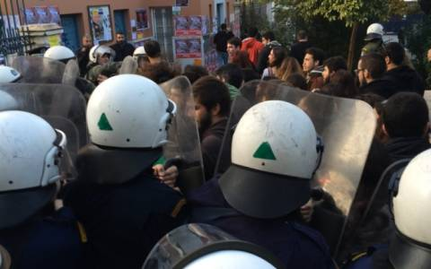Ένταση στη Νομική μεταξύ αστυνομικών και φοιτητών (pics-vid)