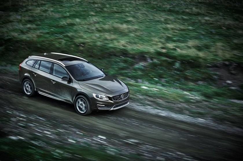 Το V60 Cross Country είναι η crossover έκδοση του πολύ δημοφιλούς sports wagon της σουηδικής μάρκας, του V60