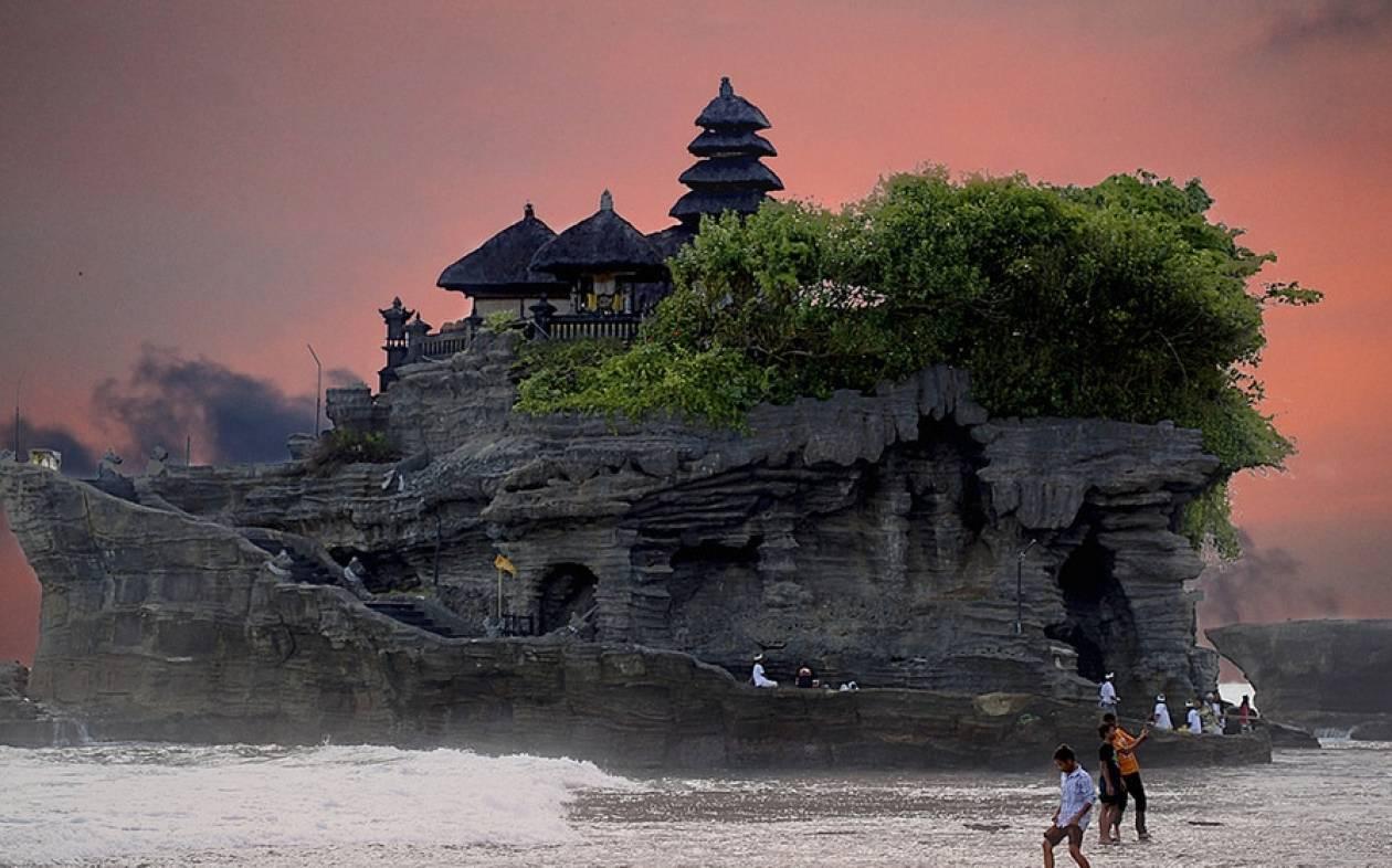 Μπαλί: Ο απόκοσμος ναός Tanah Lot