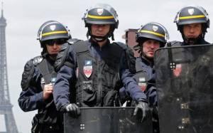 Γαλλία: Απαγορεύτηκε η χρήση χειροβομβίδων κρότου-λάμψης