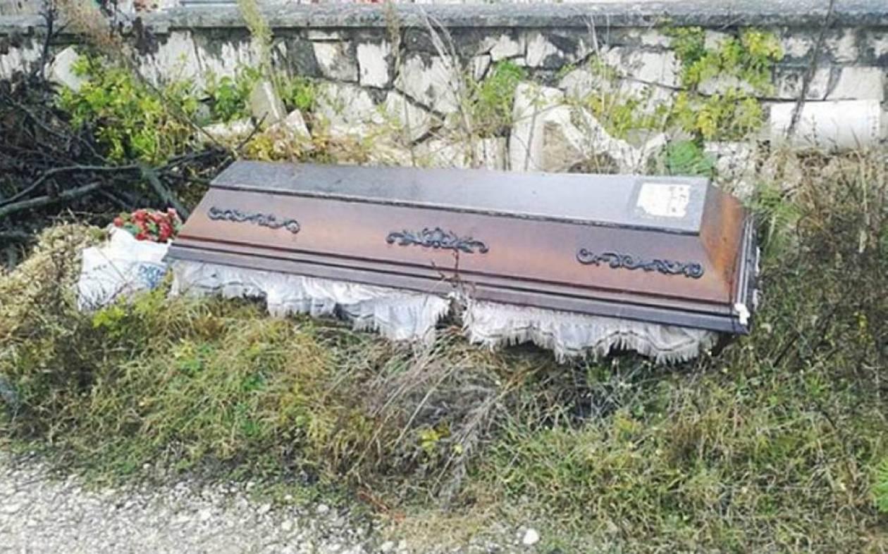 Ξέθαψε το σύζυγό της γιατί το νεκροταφείο ήταν... μακριά!
