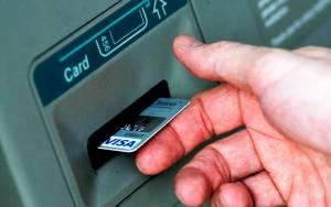 Ξέχασε την κάρτα στο ΑΤΜ και ο… επόμενος «σήκωσε» χρήματα