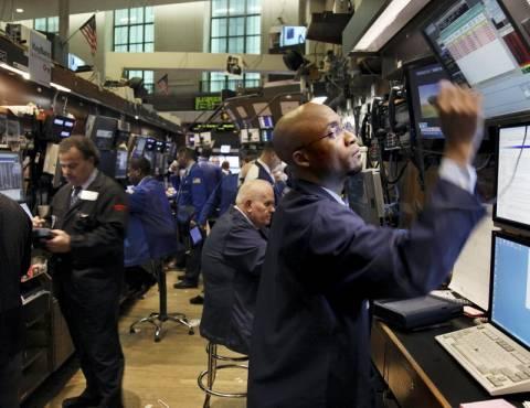 Μικτά πρόσημα στη Wall Street και νέο ρεκόρ στον S&P 500