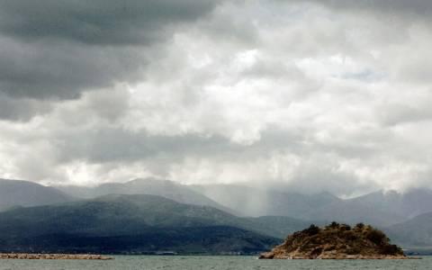 Με συννεφιές, βροχές και καταιγίδες ο καιρός σήμερα 18/11