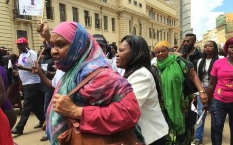 Κένυα: Επίθεση σε γυναίκες που φόραγαν κοντή φούστα (video)