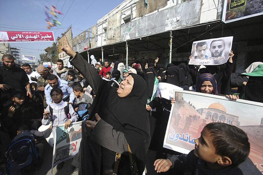 Με γλυκά και πυροτεχνήματα πανηγύρισαν το μακελειό στη Γάζα!
