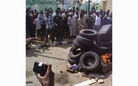 Νιγηρία: Έκαψαν ζωντανό φερόμενο βομβιστή καμικάζι!