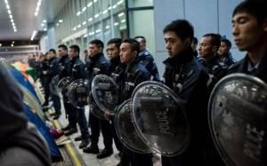 Κίνα: Μασκοφόροι επιχείρησαν να εισβάλουν στο Κοινοβούλιο