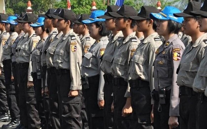 Ινδονησία: Τεστ «παρθενίας» πριν την... αστυνομία (video)