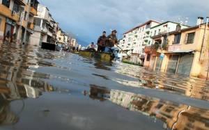 Αλβανία: Τρεις νεκροί από τις πλημμύρες