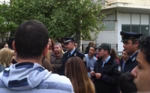 Αστυνομία έξω από το υπό κατάληψη 4ο Γυμνάσιο Χαϊδαρίου