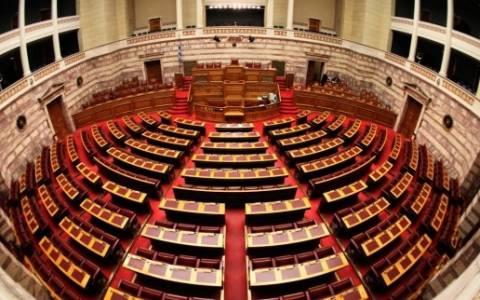 Κόντρα στη Βουλή για τρόικα και συναίνεση