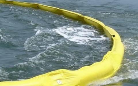 Θαλάσσια ρύπανση στο λιμάνι του Κιάτου