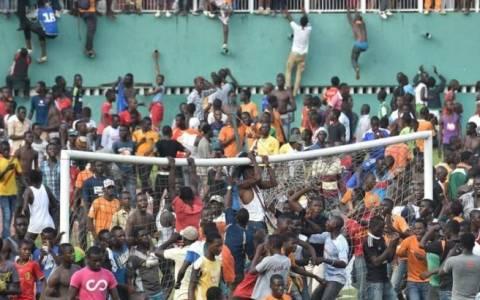 Οι σκηνές χάους μετά τo βολικό 0-0 Ακτής - Καμερούν