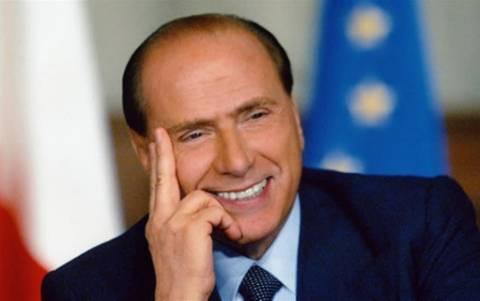Μπερλουσκόνι: Υπόσχεται... δόντια για τους ηλικιωμένους!