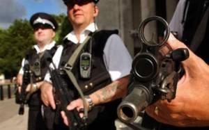 Βρετανία: Σε δίκη τρεις τρομοκράτες που θα αποκεφάλιζαν