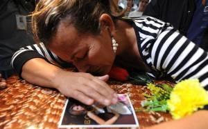 Θρήνος στην κηδεία της Μις Ονδούρα και της αδερφής της (pic)