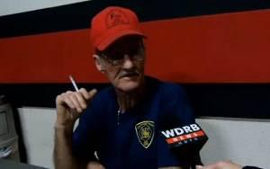 Ρατσιστής πυροσβέστης αρνήθηκε να βοηθήσει οικογένεια(video)