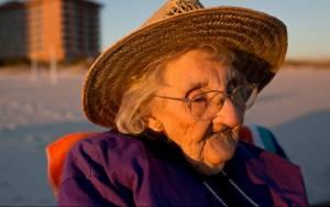 ΗΠΑ: 100χρονη βλέπει τη θάλασσα για πρώτη φορά (video)