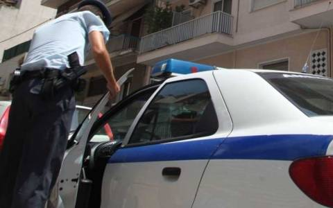 Προσποιήθηκε την αστυνομικό για να αρπάξει τσάντα