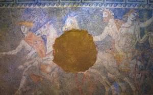 Αμφίπολη – Οι ανθρώπινες παραστάσεις ίσως προδίδουν το νεκρό