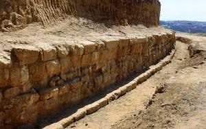 Υπάρχουν και άλλοι τάφοι στο λόφο Καστά της Αμφίπολης;