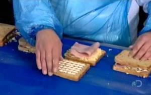 Πώς φτιάχνονται τα συσκευασμένα σάντουιτς (Video)