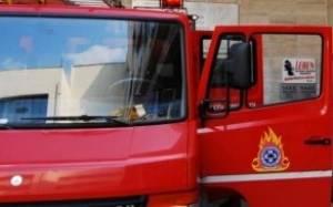 Τραυματίστηκε ιδιοκτήτης συνεργείου από πυρκαγιά σε ΙΧ