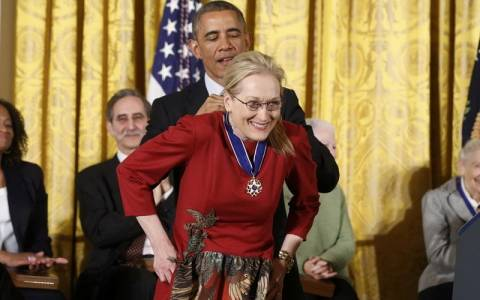 Ο Ομπάμα τίμησε τη Μέριλ Στριπ και τον Στίβι Γουόντερ