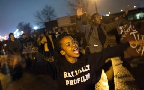 Φέργκιουσον: Σφαίρες κατά αστυνομικών