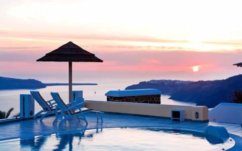 ΞΕΕ: Στο 1,5 δισ ευρώ η φοροδιαφυγή στο τουρισμό