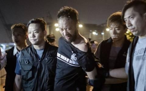 Χονγκ Κονγκ: Σύλληψη αστυνομικών για ξυλοδαρμό