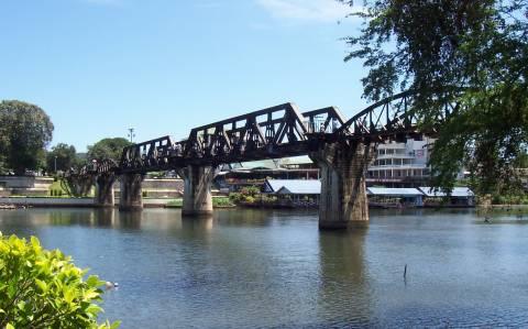 Τραγωδία με Ελληνίδα διπλωμάτη στη γέφυρα του ποταμού Κβάι