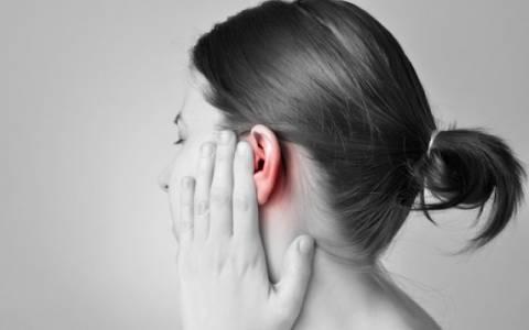 Πόνος στο αυτί: Τι τον προκαλεί και πώς αντιμετωπίζεται