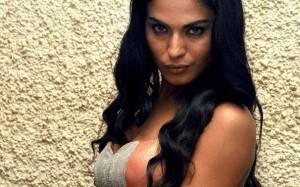 Σέξι σταρ του Bollywood καταδικάστηκε για βλασφημία!