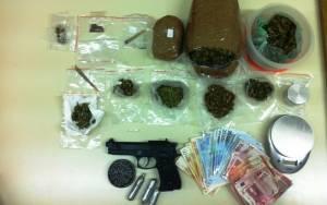 Σύλληψη 21χρονου στην Κέρκυρα για ναρκωτικά και οπλοκατοχή